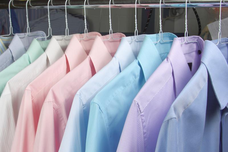 camisas en la tintoreria recien planchadas 4